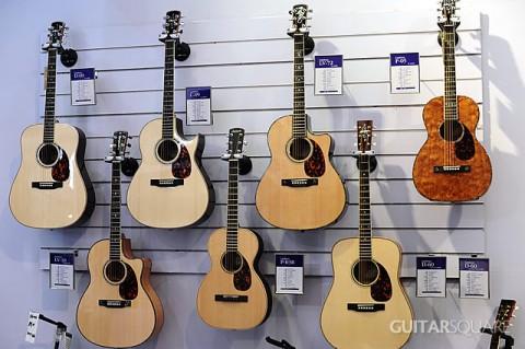 加拿大Larrivee原声吉他在吉他平方展位进行展示