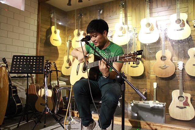 Lakewood原声吉他中国形象代言人陈亮老师为琴友们讲解指弹技巧